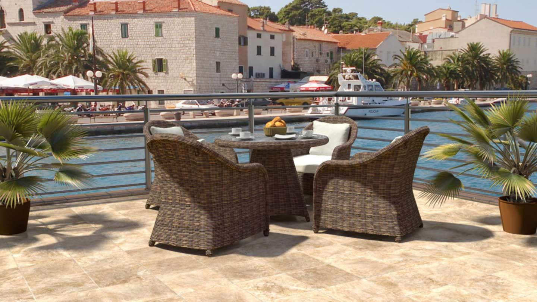 artelia rattan essgruppe f r 4 personen mit tisch und st hlen aus polyrattan. Black Bedroom Furniture Sets. Home Design Ideas